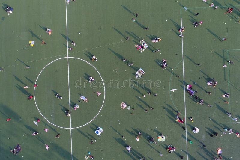 Το πλήθος στον αθλητικό τομέα απογεύματος στοκ εικόνα με δικαίωμα ελεύθερης χρήσης