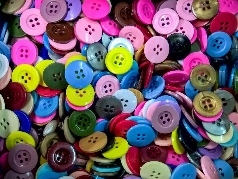 Το πλαστικό ζωηρόχρωμο κουμπί στοκ φωτογραφίες