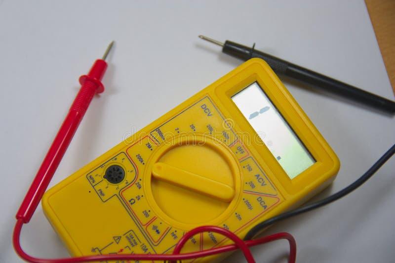 Το πολύμετρο για την εκμάθηση πώς να χρησιμοποιήσει αυτό το εργαλείο, αυτό είναι επίσης χρήσιμο στο σπίτι να πραγματοποιήσει τους στοκ φωτογραφίες με δικαίωμα ελεύθερης χρήσης