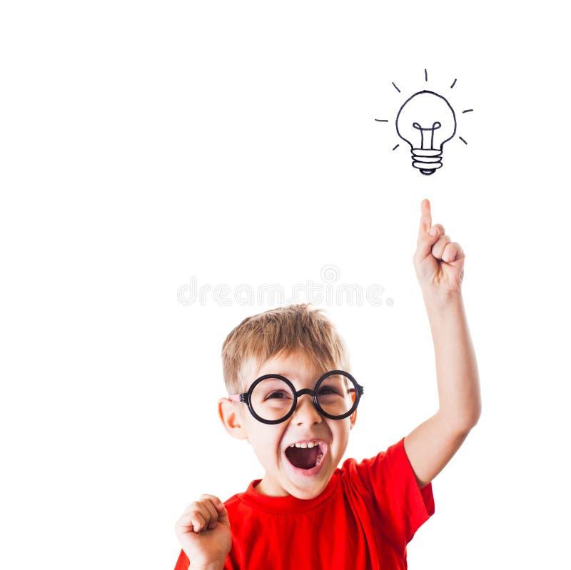 Το πολύ έξυπνο αγόρι έχει μια ιδέα, απομονωμένο στα λευκά στοκ φωτογραφία με δικαίωμα ελεύθερης χρήσης