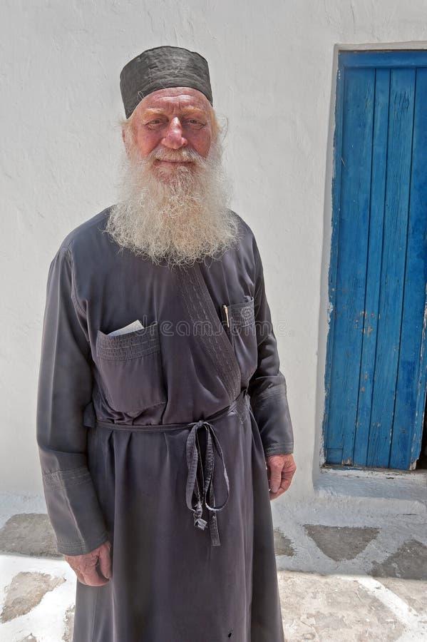 Το πορτρέτο ενός ιερέα της εκκλησίας της υπόθεσης της Virgin Mary σε Naoussa, Paros, Ελλάδα στοκ εικόνες