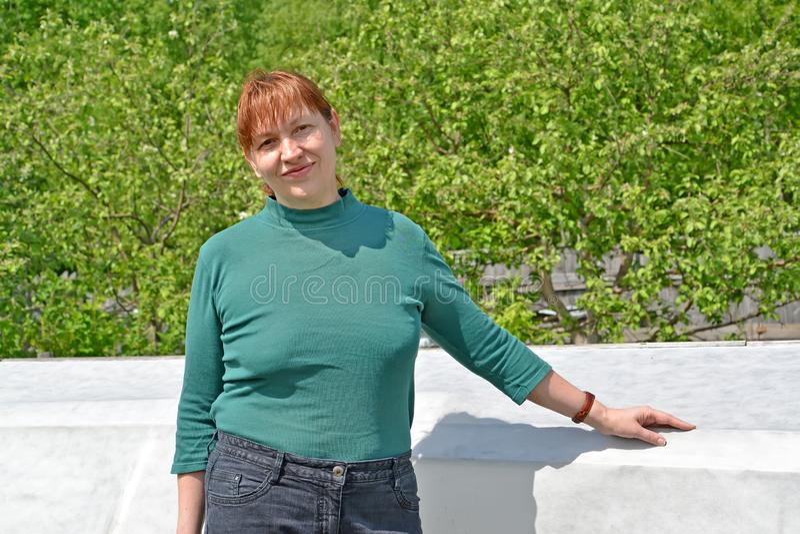 Το πορτρέτο της γυναίκας των μέσων ετών για το α στοκ φωτογραφίες