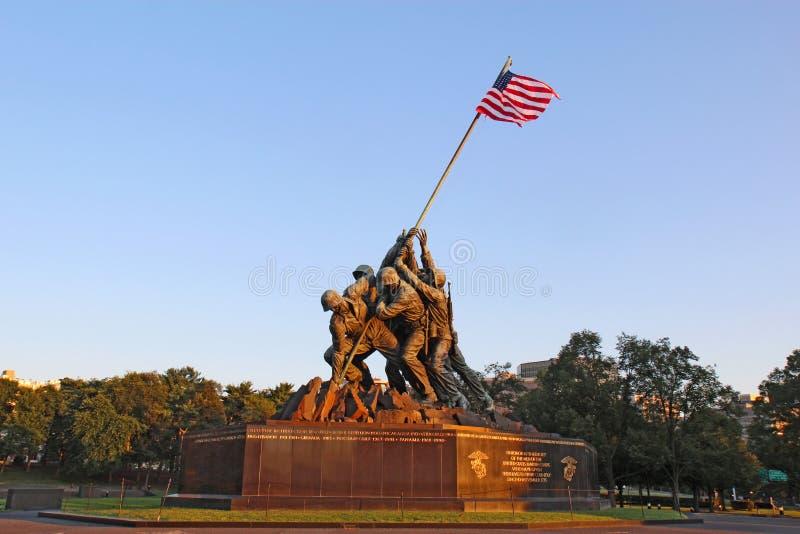 Το πολεμικό μνημείο Στρατεύματος Πεζοναυτών στο Άρλινγκτον, Βιρτζίνια στοκ φωτογραφίες