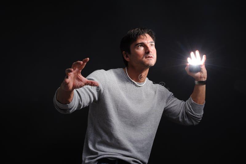 Το προκλητικό άτομο προετοιμάζεται για την επική μάχη στοκ φωτογραφία με δικαίωμα ελεύθερης χρήσης