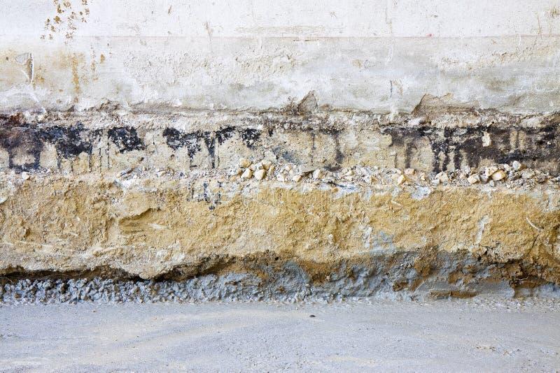 Το προπαρασκευαστικό στάδιο για την οικοδόμηση αερισμένος σέρνεται διάστημα σε ένα παλαιό κτήριο τούβλου στοκ εικόνα με δικαίωμα ελεύθερης χρήσης