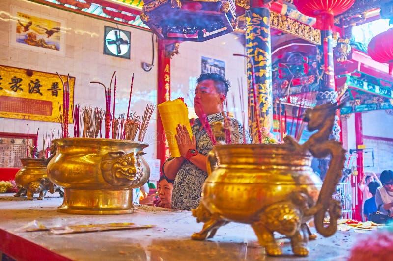 Το προσευμένος άτομο, ναός Qingfu, Yangon, το Μιανμάρ στοκ φωτογραφίες με δικαίωμα ελεύθερης χρήσης