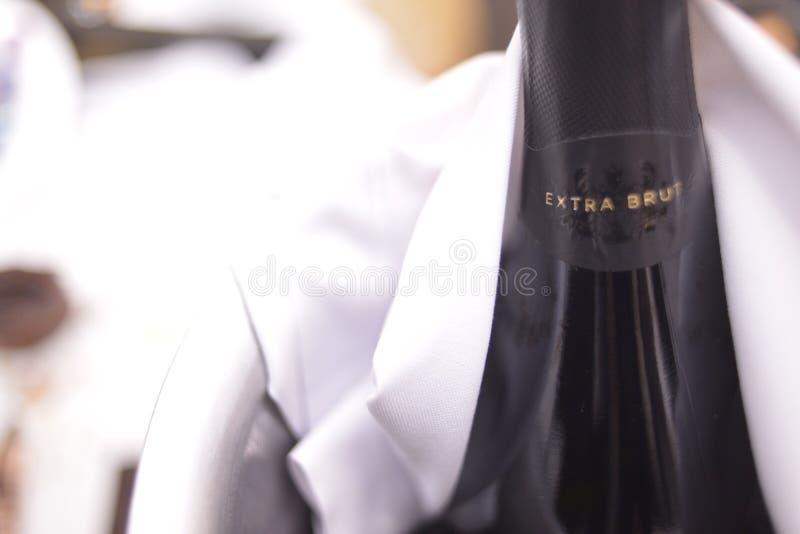 Το πρόσθετο brut βράζει κρασί για το γάμο στοκ εικόνα