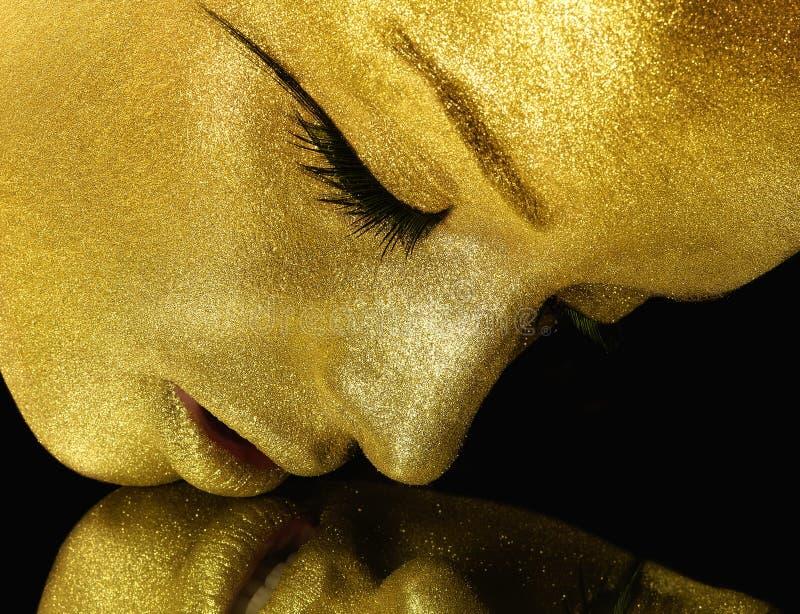 Το πρόσωπο με το χρυσό ακτινοβολεί στοκ φωτογραφία με δικαίωμα ελεύθερης χρήσης