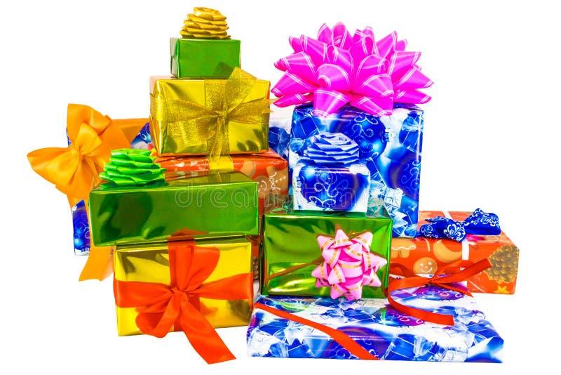Το πρότυπο κιβωτίων δώρων, που συσκευάζει στο ζωηρόχρωμο τυλίγοντας έγγραφο έδεσε με τις χρωματισμένες κορδέλλες στοκ εικόνα με δικαίωμα ελεύθερης χρήσης