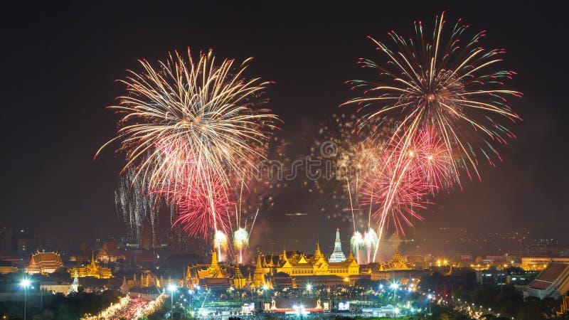 Το πυροτέχνημα παρουσιάζει σε Wat arun στοκ εικόνα