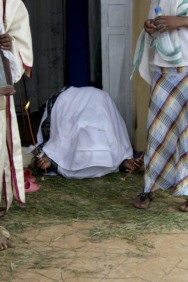 το πλέγμα προσεύχεται τη διανυσματική γυναίκα στοκ φωτογραφία με δικαίωμα ελεύθερης χρήσης
