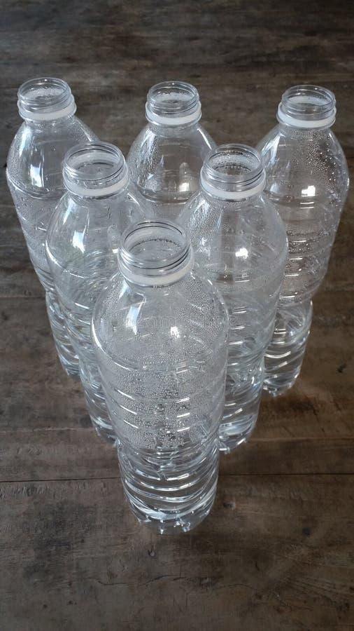 Το πλαστικό μπουκάλι νερό ορίζει στοκ εικόνα