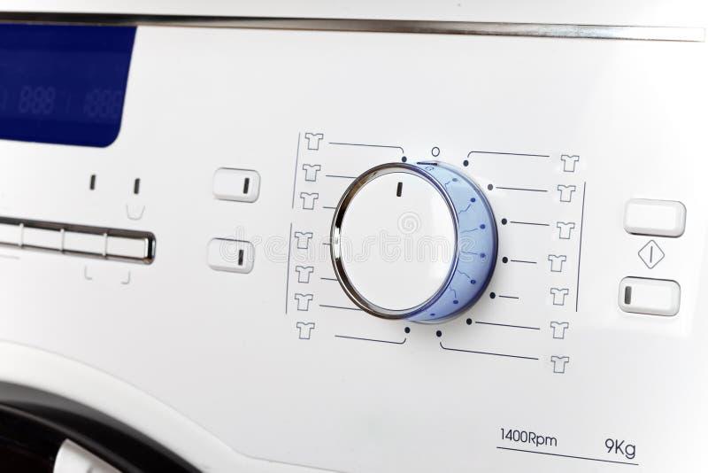 Το πλυντήριο - στενός ένας επάνω της επίδειξης και μια επιλογή των προγραμμάτων στοκ φωτογραφία