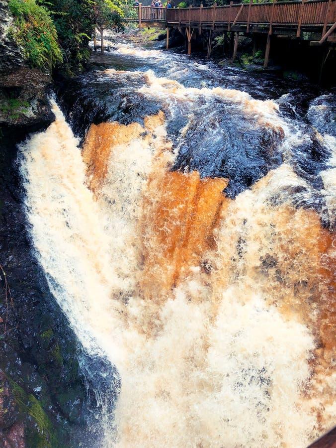 Το ρέοντας νερό από τις πτώσεις Bushkill στοκ εικόνα