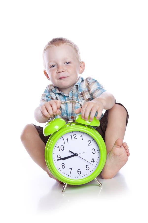 το ρολόι αγοριών χαριτωμέν& στοκ εικόνα