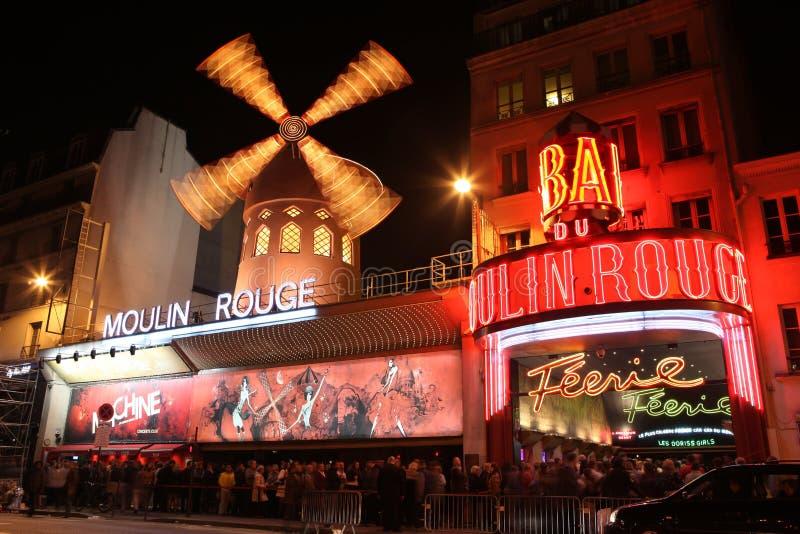 Το ρουζ Moulin τη νύχτα στοκ φωτογραφία με δικαίωμα ελεύθερης χρήσης