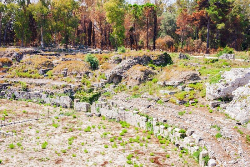 Το ρωμαϊκό αμφιθέατρο καταστροφές των Συρακουσών †«στο πάρκο Archeological, Σικελία, Ιταλία στοκ εικόνα με δικαίωμα ελεύθερης χρήσης