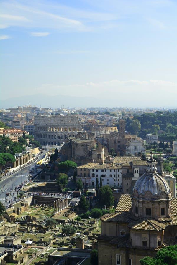 Το ρωμαϊκό κολοσσαίο και το φόρουμ στοκ εικόνες