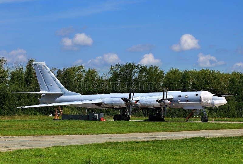 Το ρωσικό βομβαρδιστικό αεροπλάνο TU-95 αντέχει στοκ εικόνες