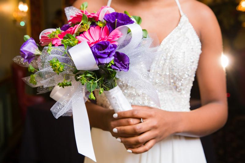 Το ρόδινο gerbera η ανθοδέσμη για το prom στοκ φωτογραφία