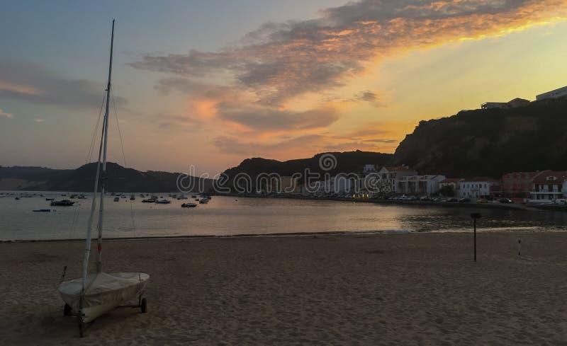 Το Σάο Martinho κάνει το ηλιοβασίλεμα του Πόρτο, Πορτογαλία στοκ φωτογραφία με δικαίωμα ελεύθερης χρήσης