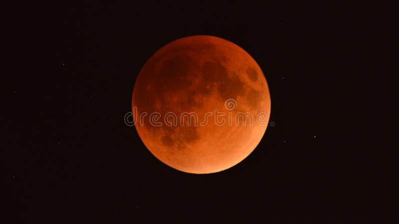 Το Σεπτέμβριο του 2015 σεληνιακή έκλειψη - έξοχο φεγγάρι αίματος - όπως βλέπει από Μινεσότα, ΗΠΑ - 28 Σεπτεμβρίου ελεύθερη απεικόνιση δικαιώματος