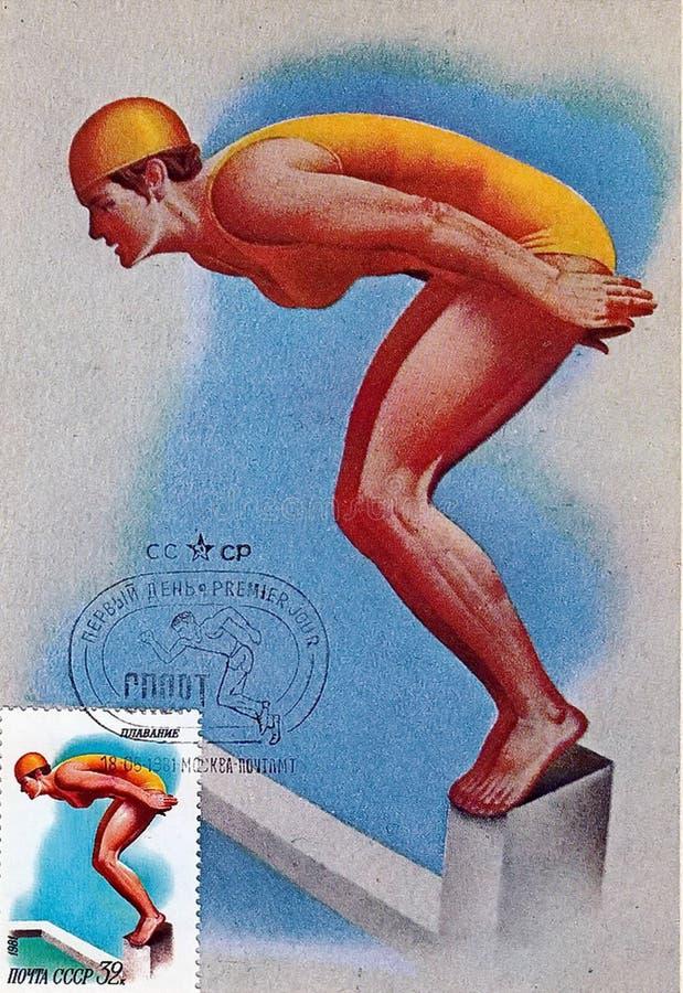 Το σημάδι ταχυδρομικών τελών που τυπώνεται στην ΕΣΣΔ παρουσιάζει την εικόνα του κολυμβητή Ειδική εκτύπωση από την ταχυδρομική σφρ ελεύθερη απεικόνιση δικαιώματος