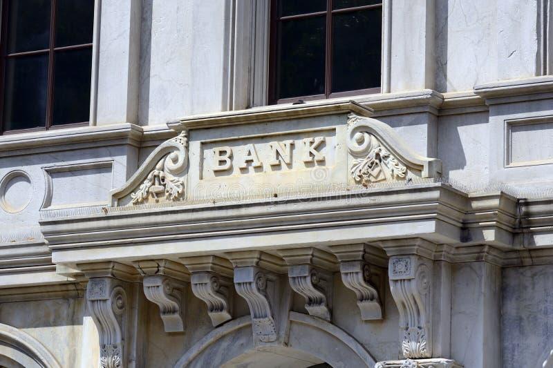 Το σημάδι μιας τράπεζας στοκ φωτογραφία με δικαίωμα ελεύθερης χρήσης