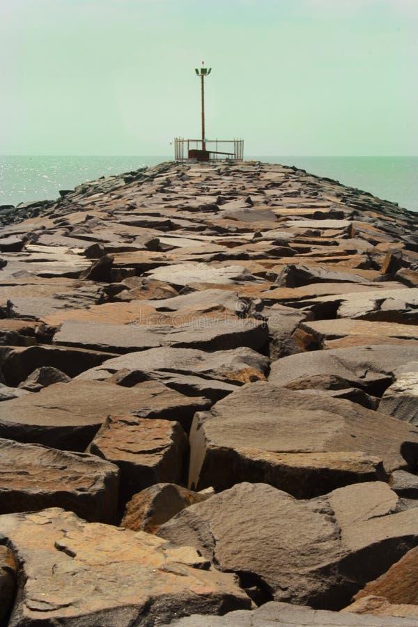 Το σημείο άποψης της karaikal παραλίας με τον τρόπο πετρών στοκ φωτογραφίες με δικαίωμα ελεύθερης χρήσης