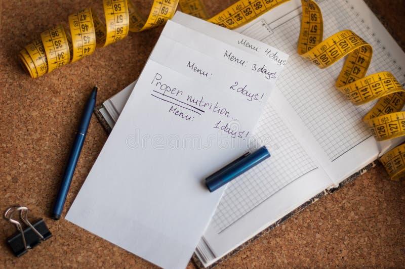 Το σημειωματάριο για τις επιλογές, κατάλληλα τρόφιμα, η λαβή είναι φελλός-βασισμένο στοκ εικόνες με δικαίωμα ελεύθερης χρήσης