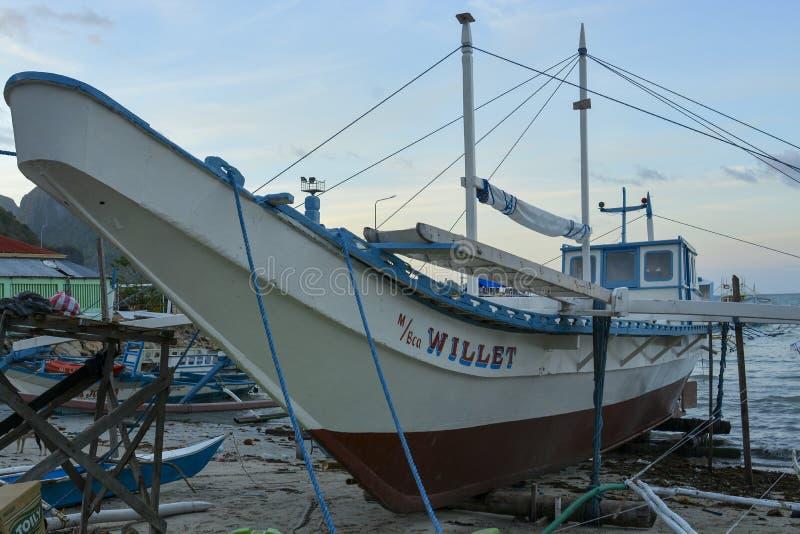 Το σκάφος ελλιμενίζεται στην ακτή Η EL Nido είναι ένας 1$ος δήμος κατηγορίας στην επαρχία Palawan στοκ εικόνες με δικαίωμα ελεύθερης χρήσης