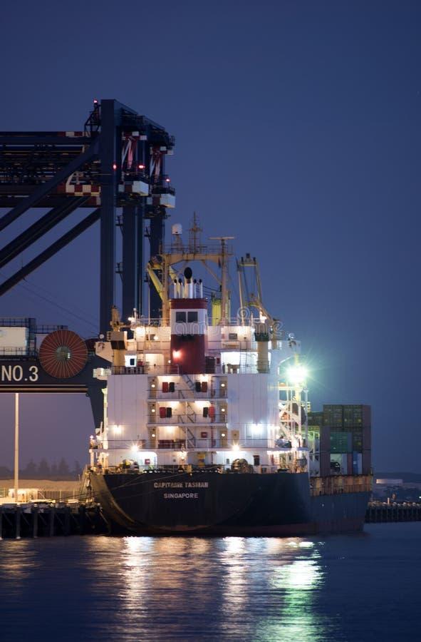 Το σκάφος εμπορευματοκιβωτίων φορτώνει το φορτίο στη βοτανική λιμένων, Σίδνεϊ στοκ φωτογραφία με δικαίωμα ελεύθερης χρήσης