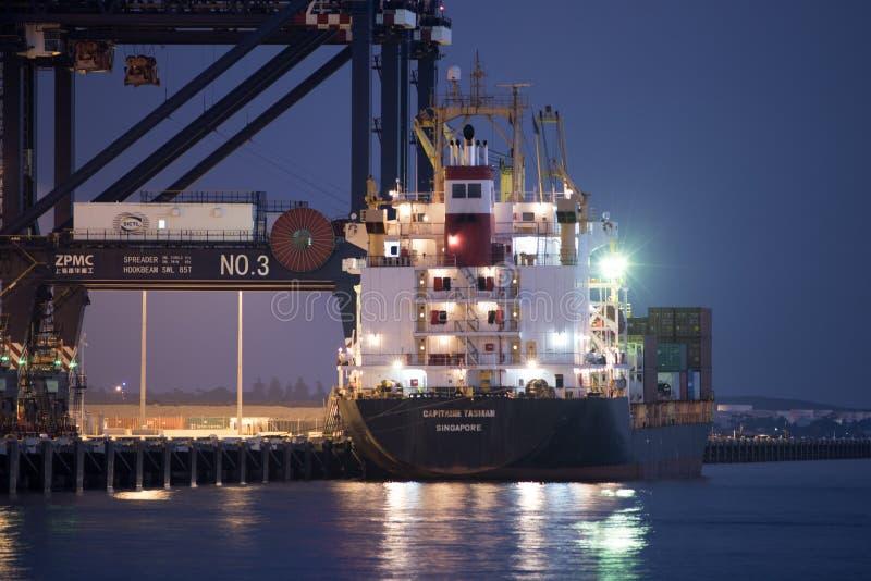 Το σκάφος εμπορευματοκιβωτίων φορτώνει το φορτίο στη βοτανική λιμένων, Σίδνεϊ στοκ φωτογραφίες