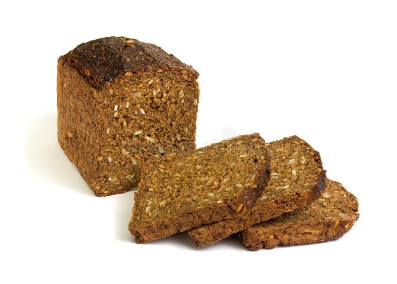 το σκοτεινό σιτάρι ψωμιού τεμάχισε το σύνολο στοκ φωτογραφία με δικαίωμα ελεύθερης χρήσης