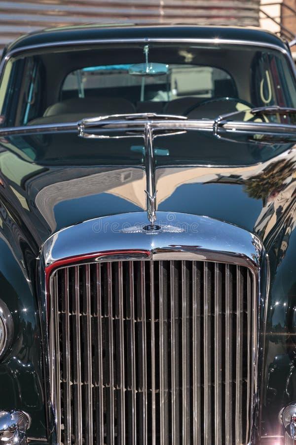 Το σπάνιο μπλε ηπειρωτικό πετώντας κέντρισμα Bentley S2 του 1962 στο 32$ο ετήσιο κλασικό αυτοκίνητο αποθηκών της Νάπολης παρουσιά στοκ φωτογραφίες