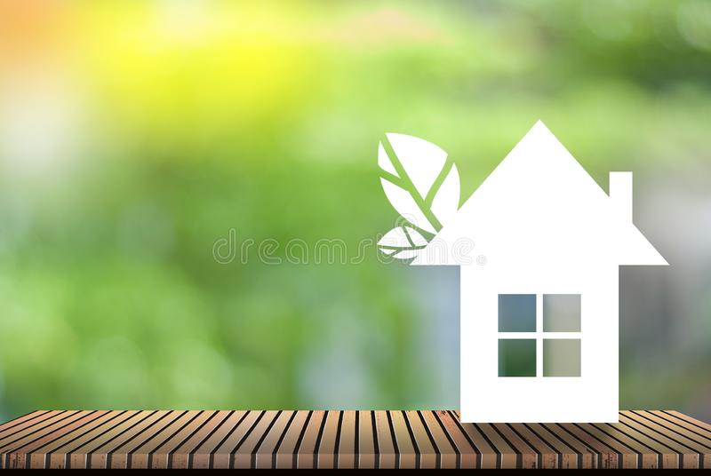 Το σπίτι - φυσικό πράσινο υπόβαθρο - η έννοια της παγκόσμιας αύξησης της θερμοκρασίας λόγω του φαινομένου του θερμοκηπίου και κερ στοκ εικόνα