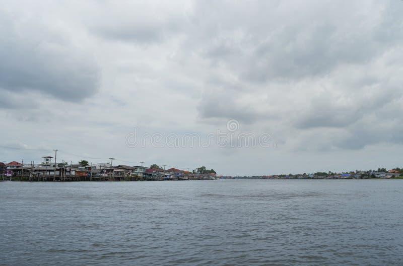 Το σπίτι riverfront στη Μπανγκόκ στοκ φωτογραφίες με δικαίωμα ελεύθερης χρήσης
