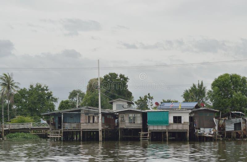 Το σπίτι riverfront στη Μπανγκόκ στοκ εικόνα
