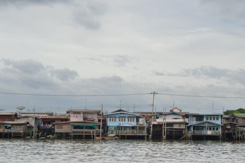 Το σπίτι riverfront στη Μπανγκόκ στοκ φωτογραφίες