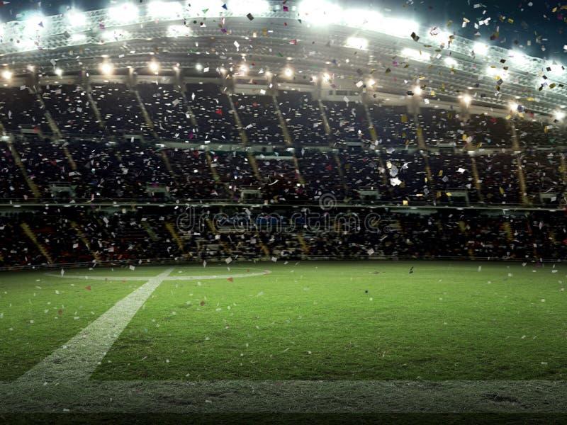 Το στάδιο με τους ανεμιστήρες η νύχτα η αντιστοιχία γιορτάζει το πρωτάθλημα στοκ εικόνα με δικαίωμα ελεύθερης χρήσης