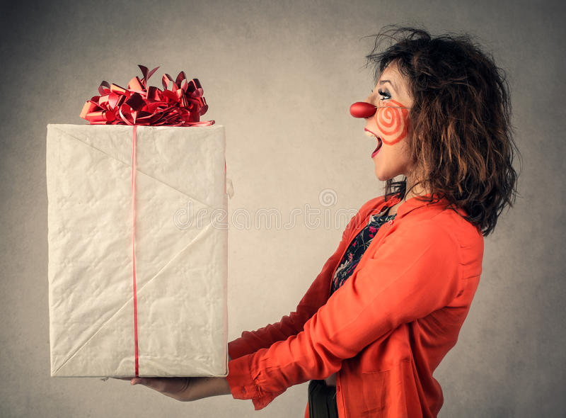 το στενό δώρο αυξήθηκε την έκπληξη στοκ φωτογραφία με δικαίωμα ελεύθερης χρήσης