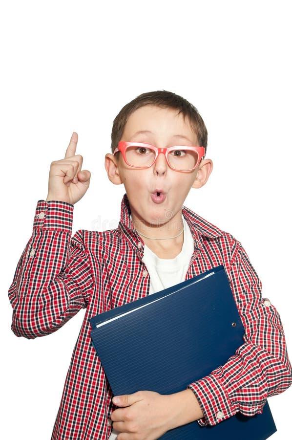 Το συγκινημένο νέο αγόρι έχει μια ιδέα. στοκ φωτογραφίες με δικαίωμα ελεύθερης χρήσης