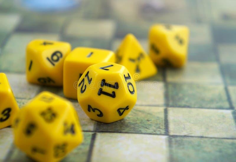 Το σύνολο κίτρινου χωρίζει σε τετράγωνα για το rpg, τα επιτραπέζια παιχνίδια, tabletop τα παιχνίδια ή τα μπουντρούμια και τους δρ στοκ φωτογραφία με δικαίωμα ελεύθερης χρήσης