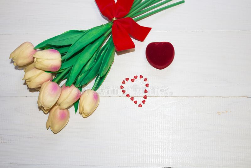 Το τέλος του κάδου επάνω στις τουλίπες λουλουδιών στοκ φωτογραφίες με δικαίωμα ελεύθερης χρήσης