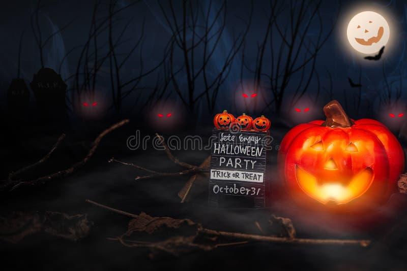 Το τέχνασμα εφιάλτη Helloween ή μεταχειρίζεται την κολοκύθα φαντασμάτων κομμάτων στοκ εικόνες με δικαίωμα ελεύθερης χρήσης