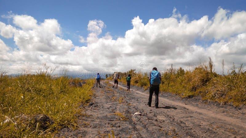 Το ταξίδι Backpackers στοκ φωτογραφία με δικαίωμα ελεύθερης χρήσης