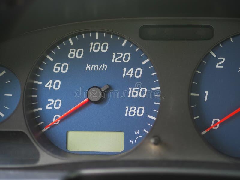 Το ταχύμετρο ενός αυτοκινήτου σε μηά χιλιόμετρα ανά ώρα στοκ φωτογραφία με δικαίωμα ελεύθερης χρήσης