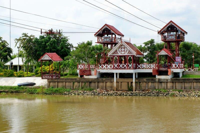 Το τελεφερίκ που διασχίζει τον ποταμό στοκ εικόνες