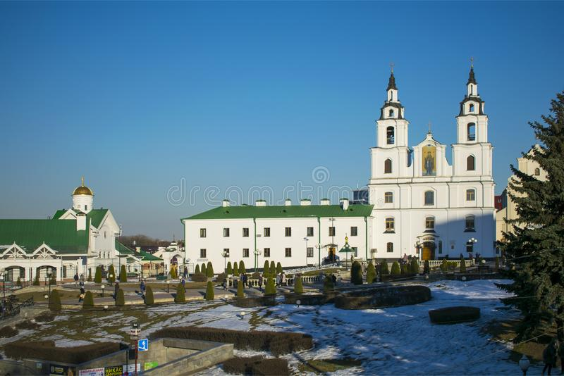 Το τετράγωνο της ελευθερίας Μινσκ Λευκορωσία Καθεδρικός ναός της καθόδου του ιερού πνεύματος στοκ εικόνες