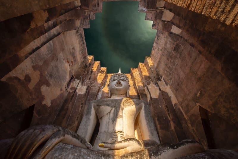 Το τι είναι το Si Chum στο Ιστορικό Πάρκο Σουχοτάι είναι ένα ιστορικό μεγάλο άγαλμα της Βούδας Φρα Αχάνα Σουχοτάι στην ασία Ταϊλά στοκ εικόνες με δικαίωμα ελεύθερης χρήσης